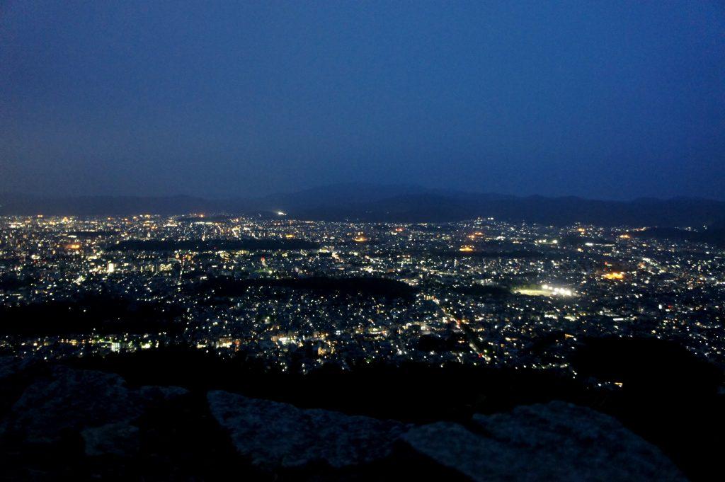 京都・大文字山トワイライトハイクで京都の夜景を一望